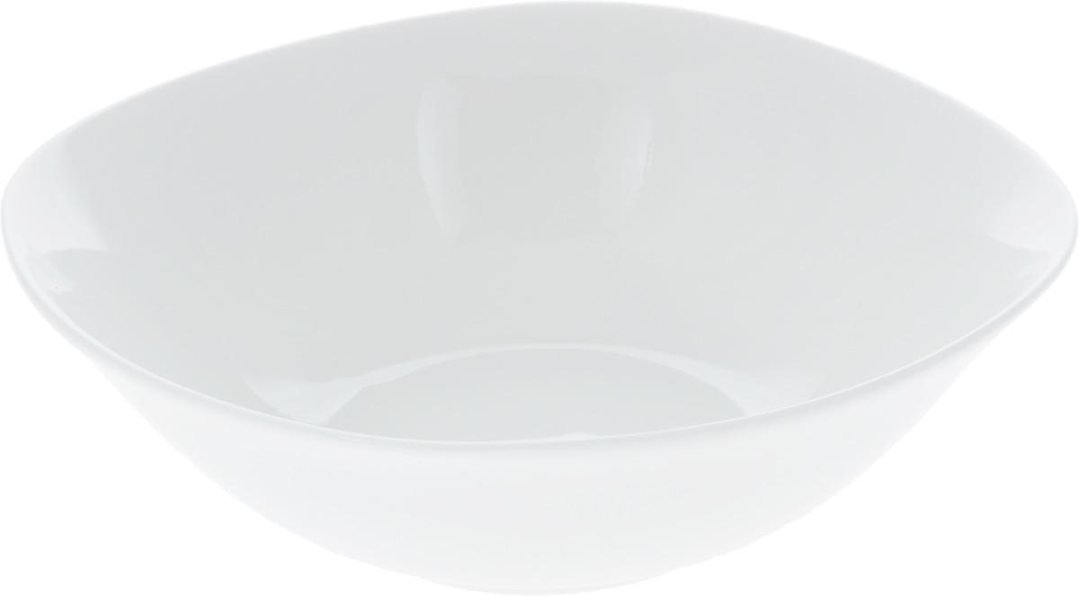 Салатник Wilmax, 345 млWL-992000 / AСалатник Wilmax, изготовленный из фарфора с глазурованным покрытием, прекрасно подойдет для подачи различных блюд: закусок, салатов или фруктов. Фарфор от Wilmax изготовлен по уникальному рецепту из сплава магния и алюминия, благодаря чему посуда обладает характерной белизной, прочностью и устойчивостью к сколами. Особый состав глазури обеспечивает гладкость и блеск поверхности изделия. Такой салатник украсит ваш праздничный или обеденный стол, а оригинальный дизайн придется по вкусу и ценителям классики, и тем, кто предпочитает утонченность и изысканность. Можно мыть в посудомоечной машине и использовать в микроволновой печи. Изделие пригодно для использования в духовых печах и выдерживает температуру до 300°С.
