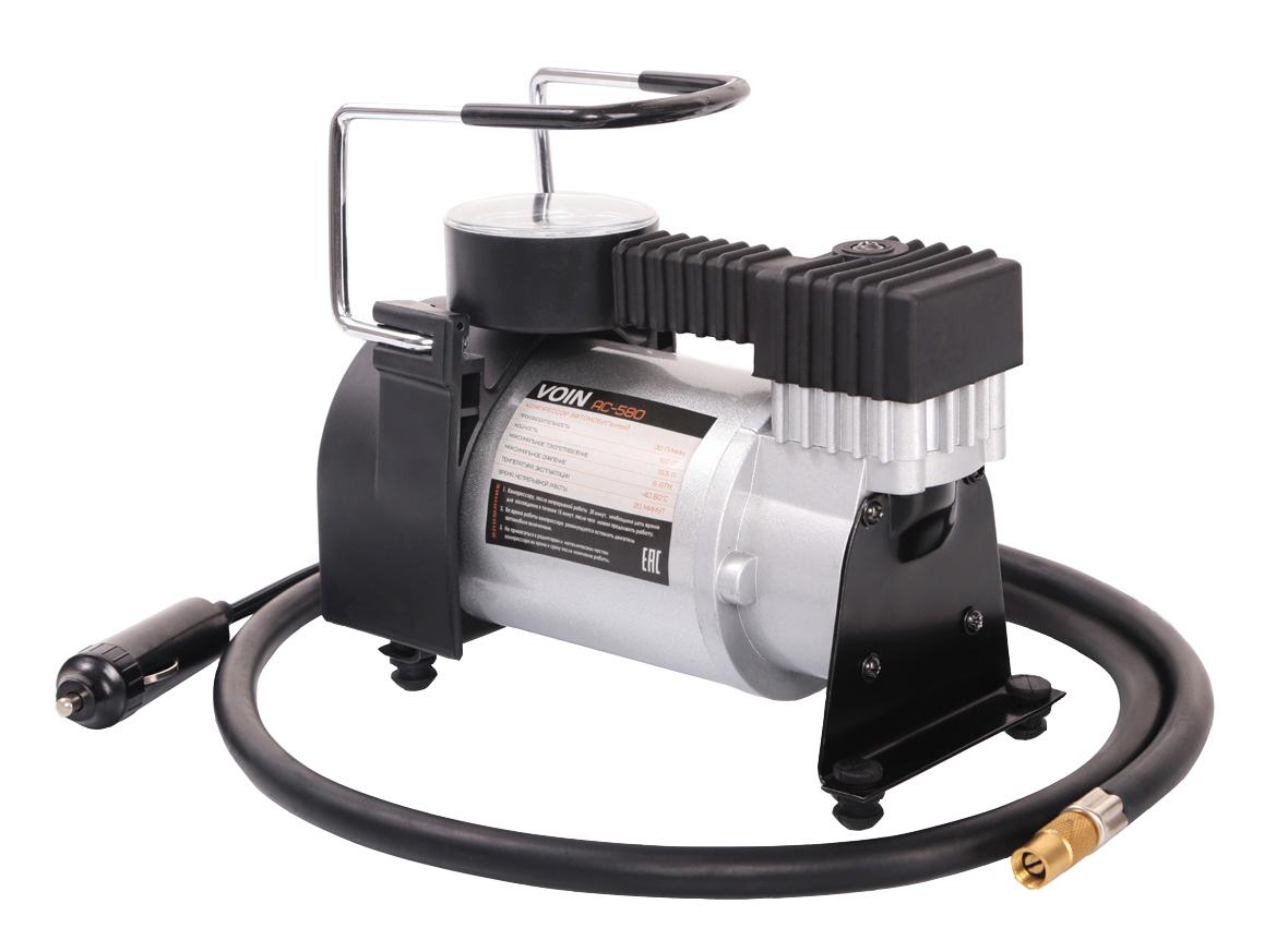 Компрессор VOIN АС-580 R17/30LKOM00101Автомобильный компрессор VOIN АС-580 – отличный помощник для любого автомобилиста. Компактное устройство предназначено для быстрой подкачки колес. Компрессор отличается простотой и надежностью конструкции. Питание прибора осуществляется через гнездо прикуривателя. Автомобильный плавкий предохранитель в капсуле защищает от скачков тока в сети. Компрессор способен проработать без перерыва до 20 минут. Корпус и поршневая группа VOIN АС-580 сделаны из металла, что обеспечивает повышенную прочность и увеличенный ресурс компрессора. Гарантия от производителя на 6 месяцев позволяет беспрепятственно обменять компрессор в случае его поломки в течение гарантийного срока.