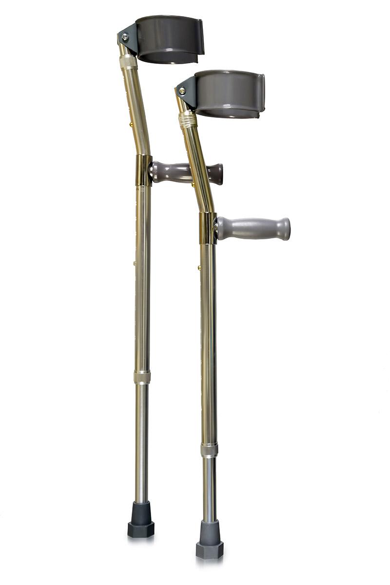 Amrus Костыли с опорой под локоть Канадка малые высота от пола до рукоятки 55-77 см AMFC11AMFC11Характеристики: Пластиковая рукоятка; Двойная регулировка высоты и подлокотника; Шаг регулировки 2,5 Срок службы изделия не менее 2-х лет; Срок гарантии 12 месяцев; Локтевой обхват имеет подвижный шарнир для удобного захвата руки; Оснащены резиновыми нескользящими наконечниками; Максимальная нагрузка - 100 кг. Костыли AMFC11 малые высота от пола до рукоятки 55-77 см.: Длина нижней секции от 55,0 до 77,0 см; Длина верхней секции от 22,5 до 30,0 см; Масса не более 1,7 кг. Предназначены для пользователей, имеющих повреждения или заболевания опорно-двигательного аппарата, ослабленных, или имеющих нарушения чувства равновесия с массой тела от 35 до 100 кг.