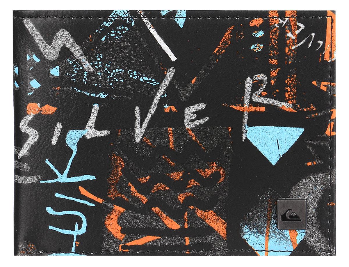 Бумажник мужской Quiksilver Freshness ii, цвет: черный. EQYAA03278-KTA7EQYAA03278-KTA7Бумажник Quiksilver выполнен из плотного полиуретана и имеет 2 разворота. Внутри он состоит из одного отделения для купюр, шести прорезных карманов для визиток, трех кармашков для чеков и мелких бумаг и кармана с окошком из прозрачного пластика. Так же на внутреннем развороте бумажник оснащен карманом для мелочи на застежке-молнии. Приятный на ощупь, вместительный и удобный бумажник непременно придется по вкусу и станет любимым аксессуаром. Quicksilver - бренд стильной, удобной и функциональной спортивной одежды и аксессуаров. Вещи от Quicksilver соответствуют самым высоким требованиям, как с точки зрения качества, так и с позиции внешнего вида изделия, а потому одежду этой марки выбирают и профессиональные спортсмены и энтузиасты-любители.