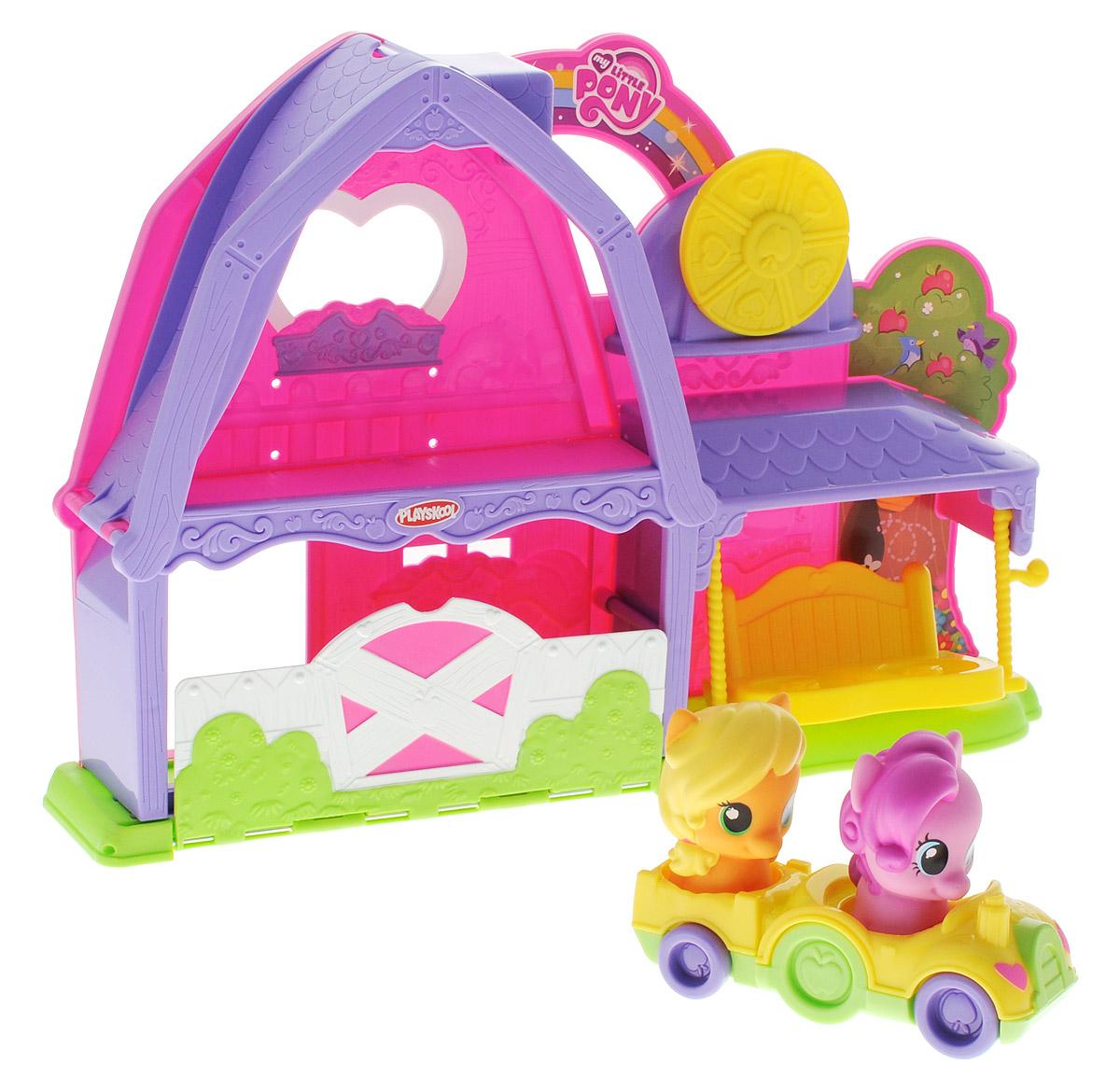My Little Pony Игровой набор Ферма ЭпплджекB4623EU4В игровой набор Ферма My Little Pony Эпплджек включены две фигурки прелестных лошадок, героинь мультфильма Мои Маленькие Пони - Эпплджек и Панки Пай, а также симпатичный и уютный домик, двухместная машинка и качели. Ребенок может катать лошадок, сажая их в машинку и спуская с горки, расположенной на втором этаже фермы, или разыгрывать придуманные сценки, развивая воображение. Набор выполнен из пластика высокого качества в розово-сиреневом цветовом исполнении. С таким набором девочка сможет надолго погрузиться в увлекательную сюжетно-ролевую игру, инсценировать любимые сюжеты из мультфильма или придумывать собственные истории.