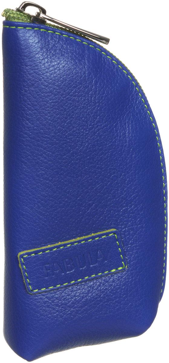 Ключница женская Fabula Ultra, цвет: синий. KL.39.FPKL.39.FP.синийСтильная ключница Fabula Ultra выполнена из натуральной зернистой кожи, оформлена нашивкой с тиснением в виде символики бренда. Ключница закрывается на молнию, внутри расположен кожаный ремешок с кольцом для ключей. Такая ключница станет прекрасным и стильным подарком человеку, любящему оригинальные и практичные вещи.