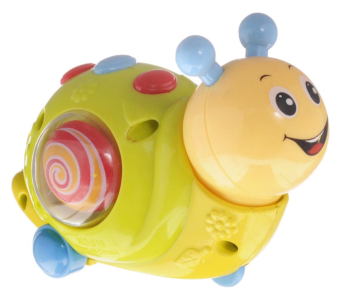 Huile Toys Машинка Улитка559_улиткаЯркая машинка Huile Toys Улитка привлечет внимание вашего малыша и не позволит ему скучать! Выполненная из безопасного пластика с элементами из металла, игрушка представляет собой забавную машинку в виде улитки. Округлые, без острых углов, формы гарантируют безопасность даже самым маленьким. Для запуска машинки необходимо завести игрушку с помощью встроенного ключика, и затем отпустить. Во время движения игрушка забавно качает головой, на раковине улитки с двух сторон вращаются разноцветные кружочки. Игрушка поможет ребенку в развитии воображения, мелкой моторики рук и цветового восприятия. Сделайте вашему малышу такой замечательный подарок!