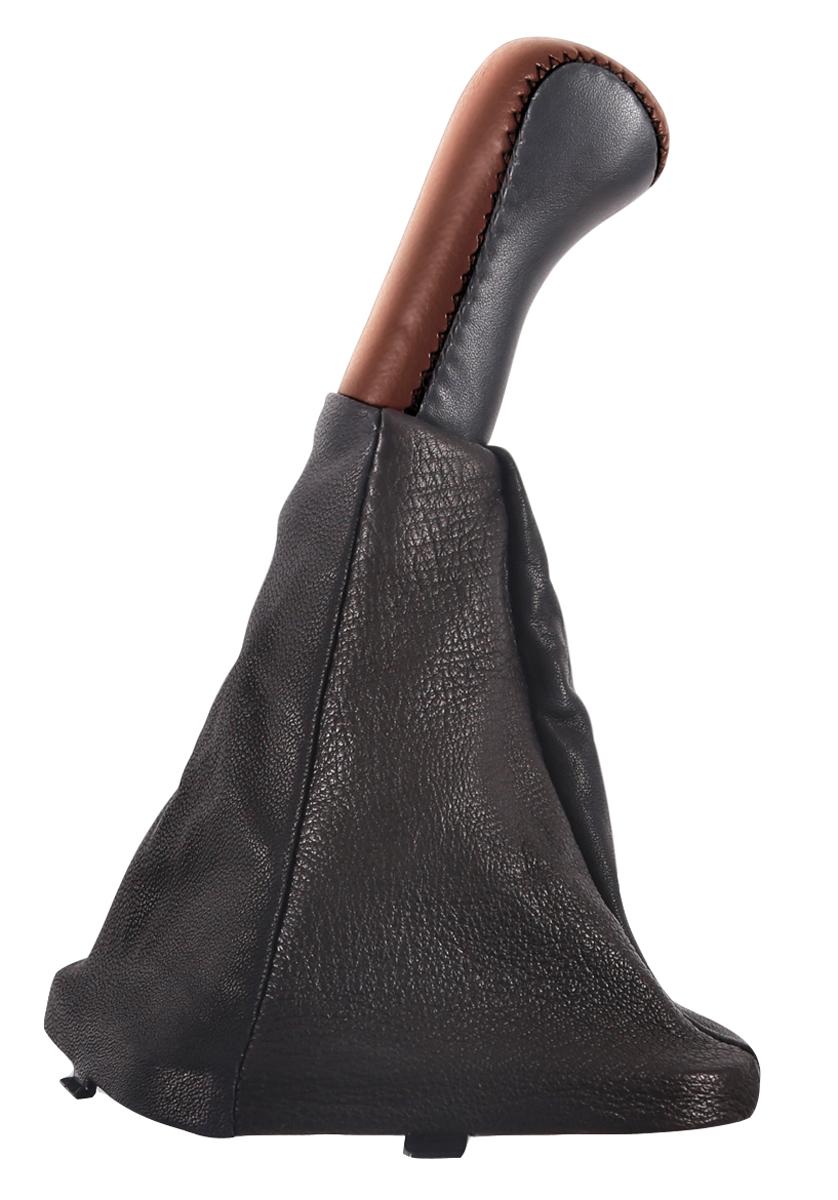 Ручка КПП Azard, для ВАЗ 2110, кожа, цвет: темно-коричневыйКПП00060Пластиковая насадка ручки обшита натуральной кожей и дополненная декоративным сарафаном, полностью закрывающим стержень рычага КПП. Создает дополнительный комфорт во время вождения. Легко устанавливается в салоне автомобиля. Ручка КПП Azard износоустойчива и легко очищается мягкой тканью.