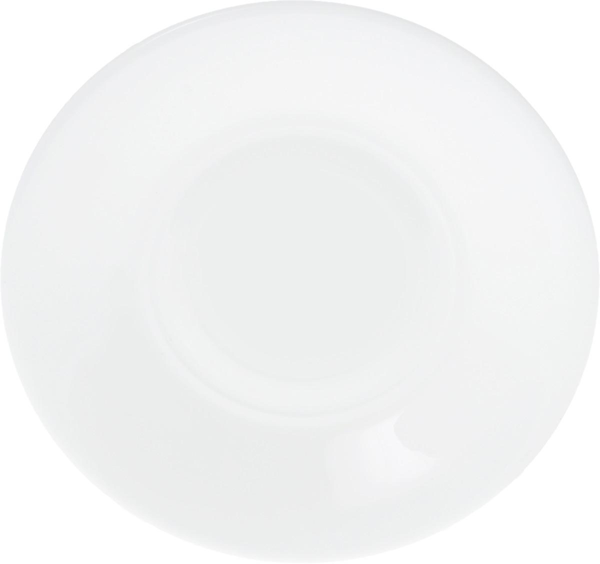 Блюдце Wilmax, диаметр 14 смWL-996099 / AБлюдце Wilmax, изготовленное из высококачественного фарфора, имеет классическую круглую форму. Оригинальный дизайн придется по вкусу и ценителям классики, и тем, кто предпочитает утонченность и изысканность. Блюдце Wilmax идеально подойдет для сервировки стола и станет отличным подарком к любому празднику.
