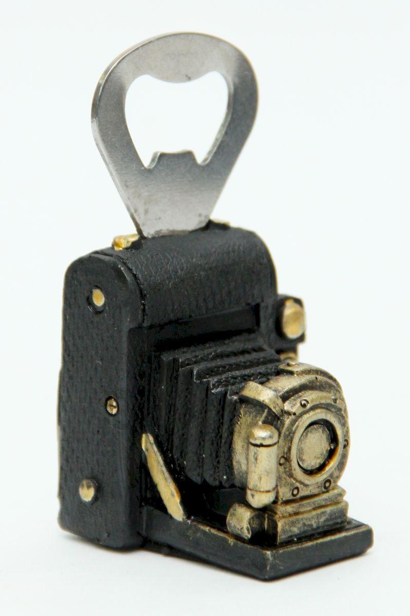 Открывалка для кроненпробки Magic Home Ретро-фотоаппарат. 4106841068Открывалка для бутылки Magic Home Ретро-фотоаппарат станет оригинальным и полезным сувениром. Открывалка изготовлена из качественного полирезина в виде небольшого винтажного фотоаппарата.