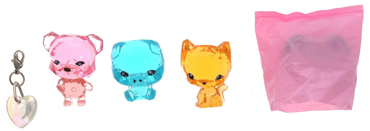 Crystal Surprise Набор фигурок Zing Sparkles Glitter Зверюшка-сюрприз цвет розовый голубой оранжевый 4 шт45714_медведь розовый, оранжевый, голубойСамые искристые, самые сияющие малютки-зверюшки собрались здесь, чтобы принести вам удачу! Когда на небе встает солнце вдогонку тающей луне, появляются зверьки Crystal Surprise. Возьмите их в руку - и почувствуете, как они приносят удачу. У каждого зверька Crystal Surprise есть свое предназначение, каждый из них станет вашим талисманом. Носите, дарите их. Соберите их всех, чтобы умножить их магические способности! В набор входят поросенок Zing, медведь Sparkles, котенок Glitter и фигурка-сюрприз. Предназначение фигурки Crystal Surprise Поросенок Zing - везение, предназначение фигурки Crystal Surprise Медведь Sparkles - придание уверенности, предназначение фигурки Crystal Surprise Котенок Glitter - приключения. В набор также входит подвеска на удачу.