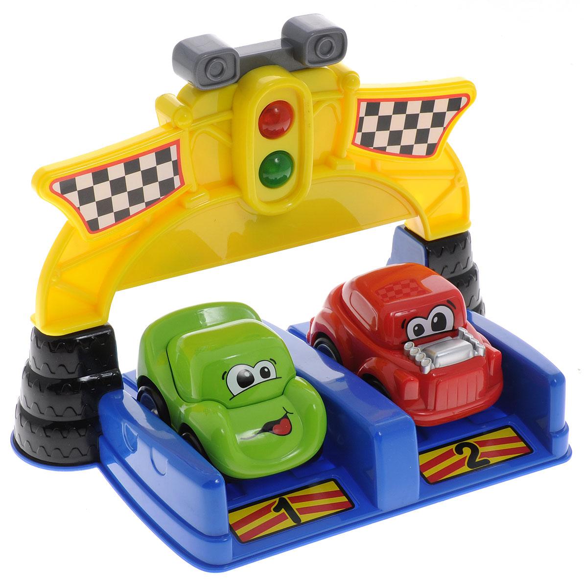 Пламенный мотор Набор инерционных машинок Наперегонки цвет желтый 2 шт87525_желтыйНабор инерционных машинок Пламенный мотор Наперегонки обязательно порадует вашего малыша. В набор входят 2 машинки красного и зеленого цветов и стартовая площадка для запуска. Для игры надо установить машинки у стартовой линии, нажать кнопку на светофоре, дождаться зеленого сигнала, нажать на машинку - гонка начинается! Игра сопровождается реалистичными звуками настоящих гонок и световыми эффектами. Для работы игрушки необходимы 2 батарейки напряжением 1,5V типа ААА (товар комплектуется демонстрационными).