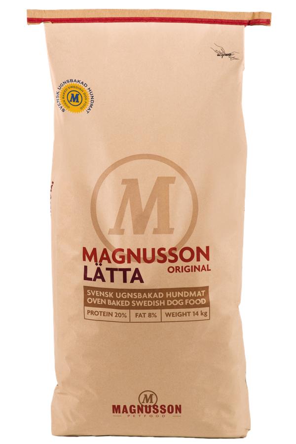 Корм сухой Magnusson Original Latta, для собак склонных к избыточному весу, 14 кг7350033851258Латта производится из сушеного мяса, с добавлением пивных дрожжей. Пивные дрожжи, входящие в состав Латта, являются источником антиоксидантов, аминокислот и почти полной группы витаминов В. Обе добавки способствуют улучшению состояния кожи и шерсти Вашего питомца, а так же нормализуют работу ЦНС и помогают быстрее восстановить силы после тренировки или прогулки. Вяляние (медленная сушка) мяса – самый естественный способ сохранить его до процесса запекания, не используя консервант и глубокую заморозку, чтобы сохранить качество белка на самом высоком уровне. Корм можно давать как в сухом, так и размоченном виде. Не стоит заливать корм бульоном или молоком, лучше всего использовать воду. Определите количество корма, которое Вы хотите дать Вашей собаке. Добавьте в миску теплую воду так, чтобы она покрывала корм. Перемешайте и оставьте на 10 минут. Не забывайте, что Ваша собака всегда должна иметь свободный доступ к чистой питьевой воде. Количество корма варьируется в...