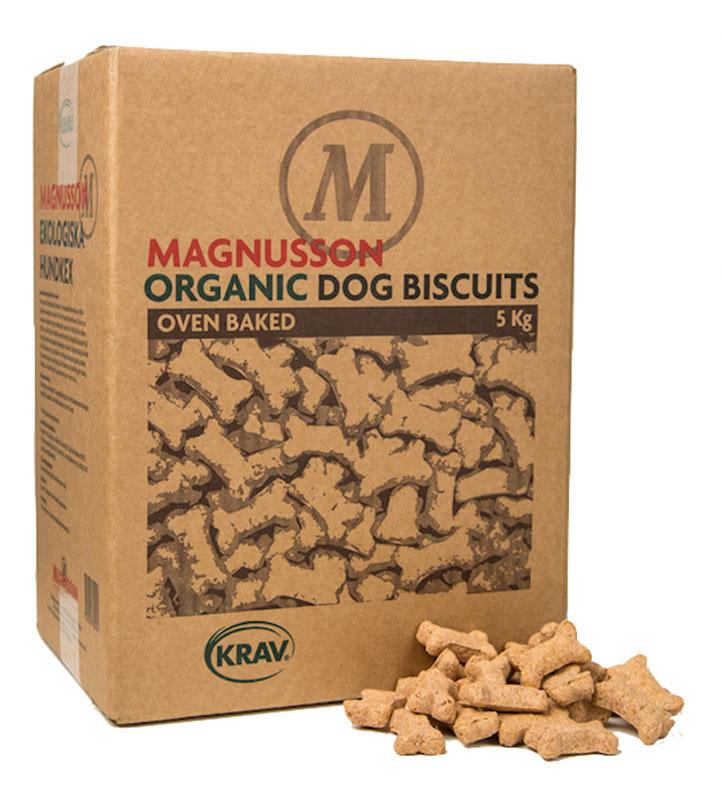 Печенье Magnusson Organic Dog Biscuits - Small Bone, запеченное, низкокалорийное лакомство из сушенной говядины, 5 кг7350033850091Отлично подходит как поощрение при дрессировке, а после кормления печенье будет полезно собаке для зубов и десен, предотвращая образование зубного налета. Легко ломается на мелкие кусочки пальцами и даже самая маленькая собака разгрызет его без труда. Зародыши пшеницы, входящие в состав печенья, являются источником витаминов и 18-ти аминокислот из групп Омега-3 и 6. Ваша собака нуждается в 10-ти незаменимых аминокислотах каждый день. Печенье произведено из KRAV сертифицированных ингредиентов и это значит, что все для производства выращены в естественных условиях, без ускорения процесса роста, пестицидов и удобрений.