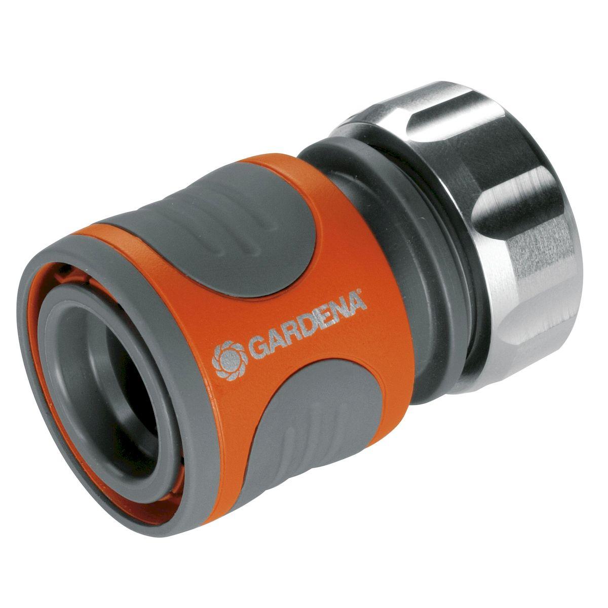 Коннектор Gardena Premium, 1/208166-20.000.00Высококачественный коннектор Gardena Premium отличается современным исполнением, удовлетворяющим требования самого взыскательного пользователя, и обеспечивает быстрое и удобное соединение. Коннектор легко снимается, если его потянуть на себя. Поверхность из мягкого рифленого пластика коннектора позволяет удобно и крепко удерживать инструмент в руке. Коннектор снабжен резиновым кольцом, обеспечивающим защиту от повреждений. Прочная зажимная гайка из высококачественного металла обеспечивает более надежное соединение шлангов. Коннектор предназначен для шлангов диаметром 13 мм (1/2 дюйма).