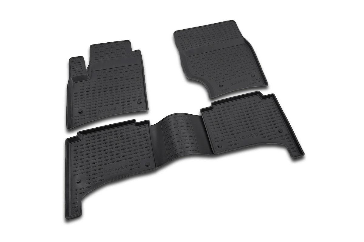 Набор автомобильных ковриков Novline-Autofamily для Volkswagen Touareg 10/2002-2010, в салон, цвет: черный, 4 штNLC.51.01.210kНабор автомобильных ковриков Novline-Autofamily, изготовленный из полиуретана, состоит из 4 ковриков, которые учитывают все особенности каждой модели автомобиля и полностью повторяют контуры пола. Полиуретановые автомобильные коврики для салона произведены из высококачественного материала, который держит форму, прочный и не пачкает обувь. Коврики в салон не только улучшат внешний вид салона вашего автомобиля, но и надежно уберегут его от пыли, грязи и сырости, а значит, защитят кузов от коррозии. Полиуретановые коврики для автомобиля гладкие, приятные и не пропускают влагу. Ковры для автомобилей надежно крепятся на полу и не скользят, что очень важно во время движения. Чистятся коврики очень просто: как при помощи автомобильного пылесоса, так и различными моющими средствами. Набор подходит для Volkswagen Touareg октябрь 2002 - 2010 годов выпуска.