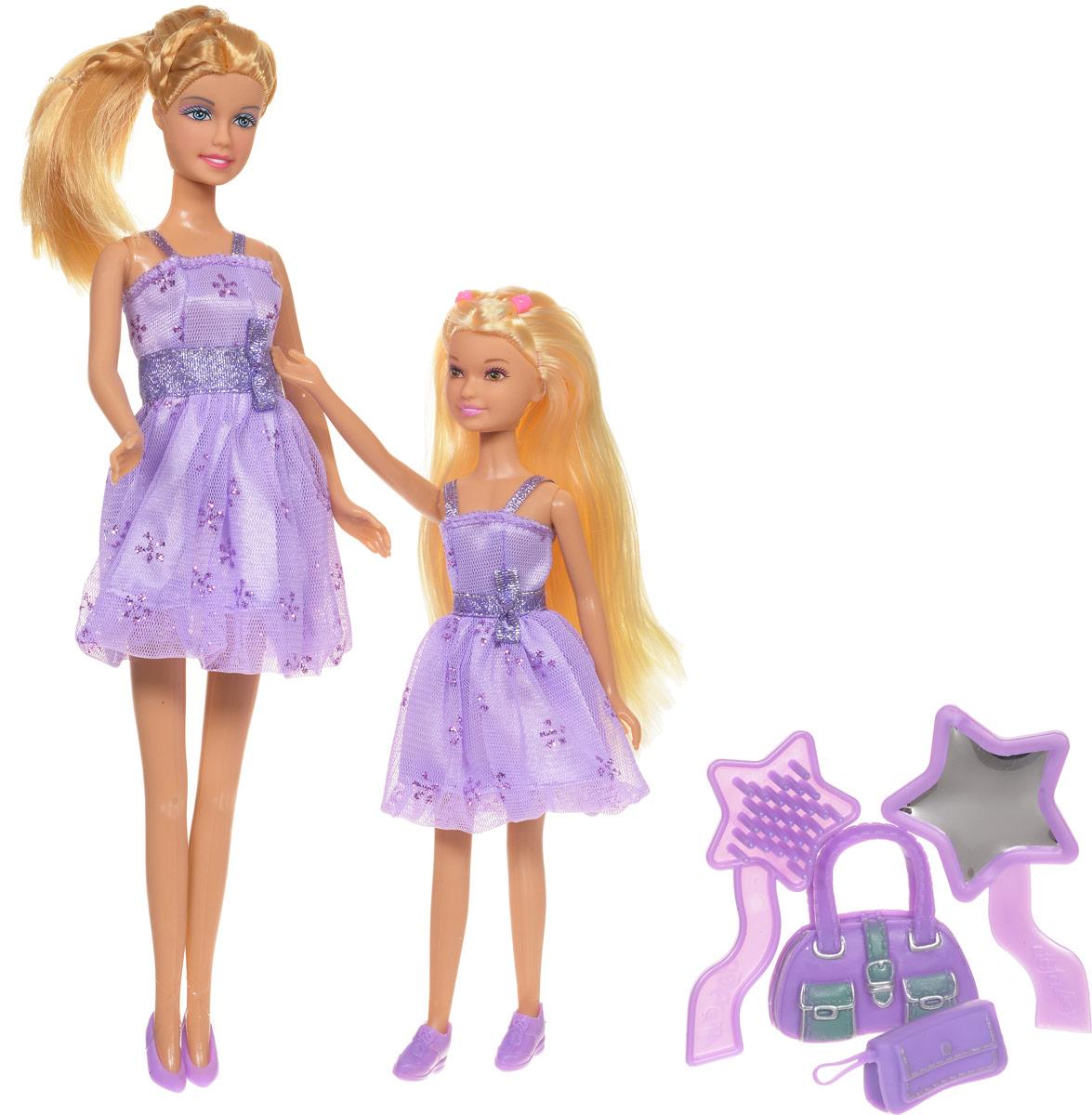 Defa Игровой набор с куклами Lucy Sisters цвет платьев сиреневый8126d_сиреневое платьеКуклы-сестрички Lucy. Sisters от компании Defa непременно понравятся вашей малышке и станут ее любимыми игрушками. Куклы Defa известны на весь мир своими забавными щечками и смешной улыбкой. Куклы одеты в короткие сиреневые платья с блестками и в сиреневые туфельки. У кукол длинные светлые волосы, вашей дочурке непременно понравится заплетать их, придумывая разнообразные прически и новые образы. Голова, руки и ноги кукол подвижны. В комплекте с куклами имеются модные сиреневые сумочки и расческа с зеркальцем. Куклы, пожалуй, самые популярные игрушки в мире. Девочки обожают играть с ними, отправляясь в сказочную страну грез. Собери всю коллекцию забавных модниц от компании Defa. Порадуйте свою малышку таким великолепным подарком!