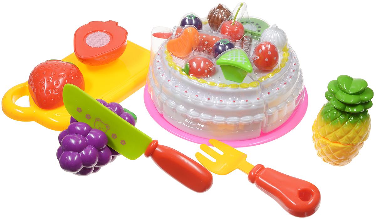 ABtoys Игрушечный набор продуктов 8 предметовPT-00282(WZ-A0380)Игрушечный набор продуктов ABtoys - удобный способ в игровой форме научить ребенка основным обязанностям и технике безопасности. В игровой набор входят безопасный игрушечный ножик, разделочная доска, фрукты и торт. Очень яркие и натурально выглядящие муляжи фруктов разделены на половинки и соединены между собой липучкой, торт разделен на четыре части. Когда ребенок ножом из набора разрезает игрушечные продукты, то получается такой же характерный звук, как у мамы, когда она на кухне нарезает продукты. Эта реалистичность, несомненно, вызовет восторг у девочки, и разнообразит ее игры. С таким дополнением к детской кухне, девочка станет самой настоящей маленькой хозяюшкой, и с удовольствием накормит обедом не только кукол, но и всю семью. Набор не содержит мелких деталей, поэтому ребенок может играть с ним и дома, и на улице, не боясь потерять, что-либо. Выполнен из безопасных материалов.