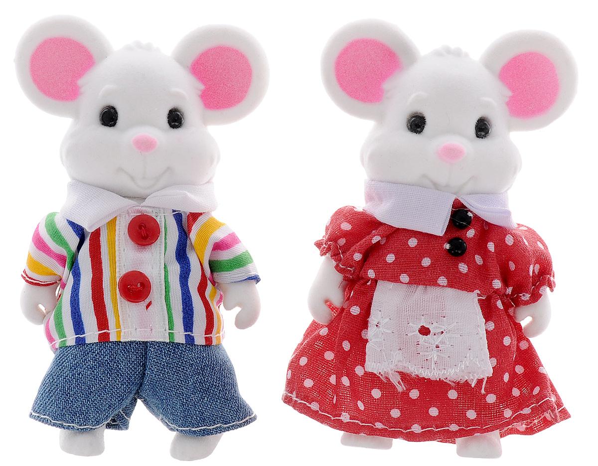 ABtoys Набор фигурок Семейка мышек 2 штPT-00301Набор фигурок ABtoys Семейка мышек, состоящий из двух мышек в текстильных одеждах, станет прекрасным подарком, а также героями для интересного игрового сюжета. Фигурки изготовлены из нетоксичного пластика высокого качества, который устойчив к ударам и деформациям, и покрыты флоком. Зверушки очень приятные на ощупь, их миниатюрные ручки и ножки можно двигать, а головы - поворачивать. Придумывая интересный сюжет для игры с фигурками, ребенок не только интересно проведет свой досуг, но и разовьет фантазию и мелкую моторику рук.