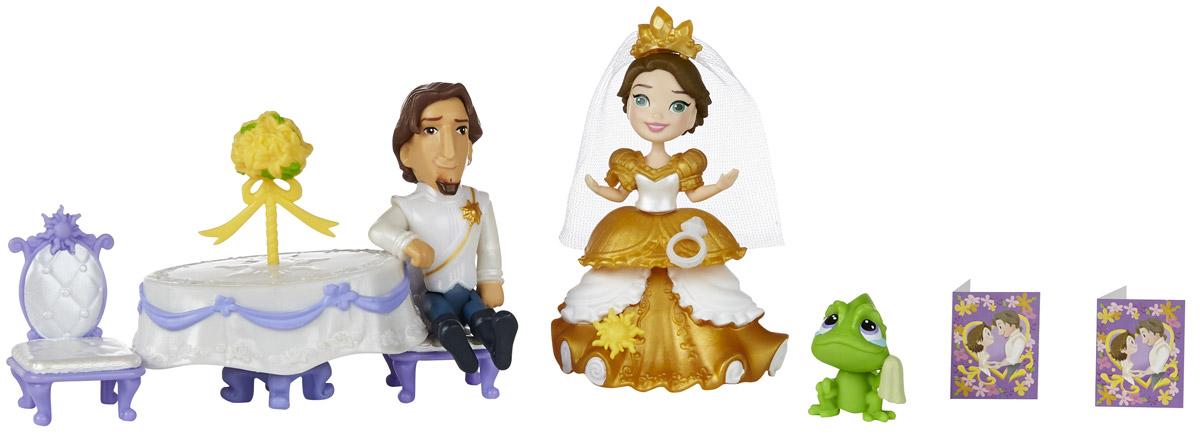 Disney Princess Набор фигурок Королевская свадьба РапунцельB5341EU4_B5343Веселитесь с Рапунцель и Флинном в самый лучший день - день их свадьбы! Набор Королевская свадьба Рапунцель включает прекрасную куклу в свадебном платье, Флинна, Паскаля, столик, 2 стула и украшения. Набор упакован в пластиковый чемоданчик, чтобы его было легко хранить и всегда брать с собой. В наборе имеется все, что нужно принцессе для романтического свадебного торжества. Вашей маленькой принцессе будет еще интереснее создавать наряды для Рапунцель и надевать на нее украшения из комплекта. Девочки также могут украшать свою принцессу другими нарядами и аксессуарами (продаются отдельно) и создавать собственное Маленькое королевство!