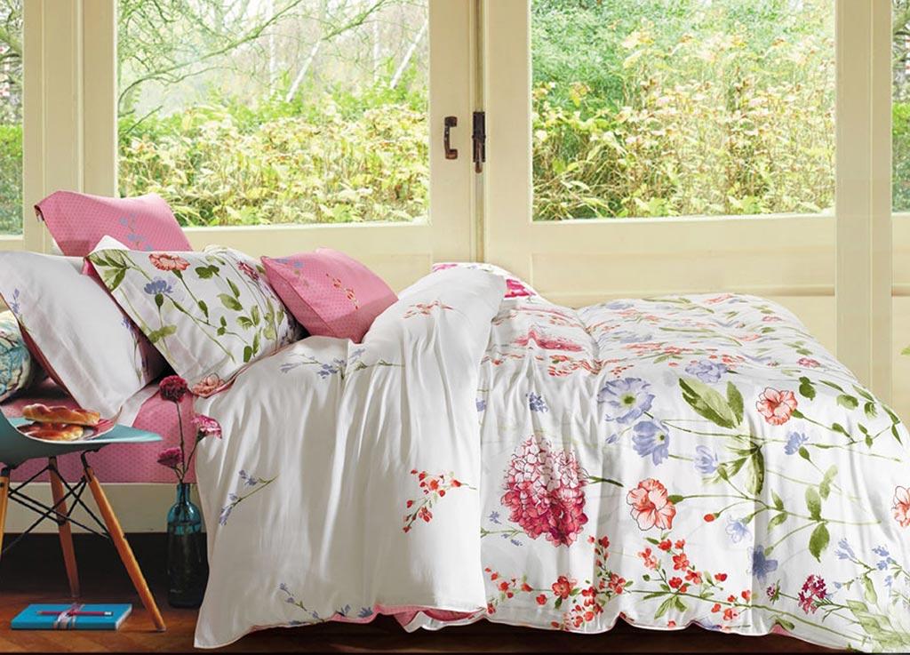 Комплект белья Primavera Classic Утро, 2-спальный, наволочки 70x7088282Комплект постельного белья Primavera Classic Утро является экологически безопасным для всей семьи, так как выполнен из высококачественного сатина (100% хлопка). Комплект состоит из пододеяльника на молнии, простыни и двух наволочек. Постельное белье оформлено ярким рисунком цветов и имеет изысканный внешний вид. Сатин - производится из высших сортов хлопка, а своим блеском и легкостью напоминает шелк. Постельное белье из сатина превращает жаркие летние ночи в прохладные и освежающие, а холодные зимние - в теплые и согревающие. Приобретая комплект постельного белья Primavera Classic Утро, вы можете быть уверенны в том, что покупка доставит вам и вашим близким удовольствие и подарит максимальный комфорт.