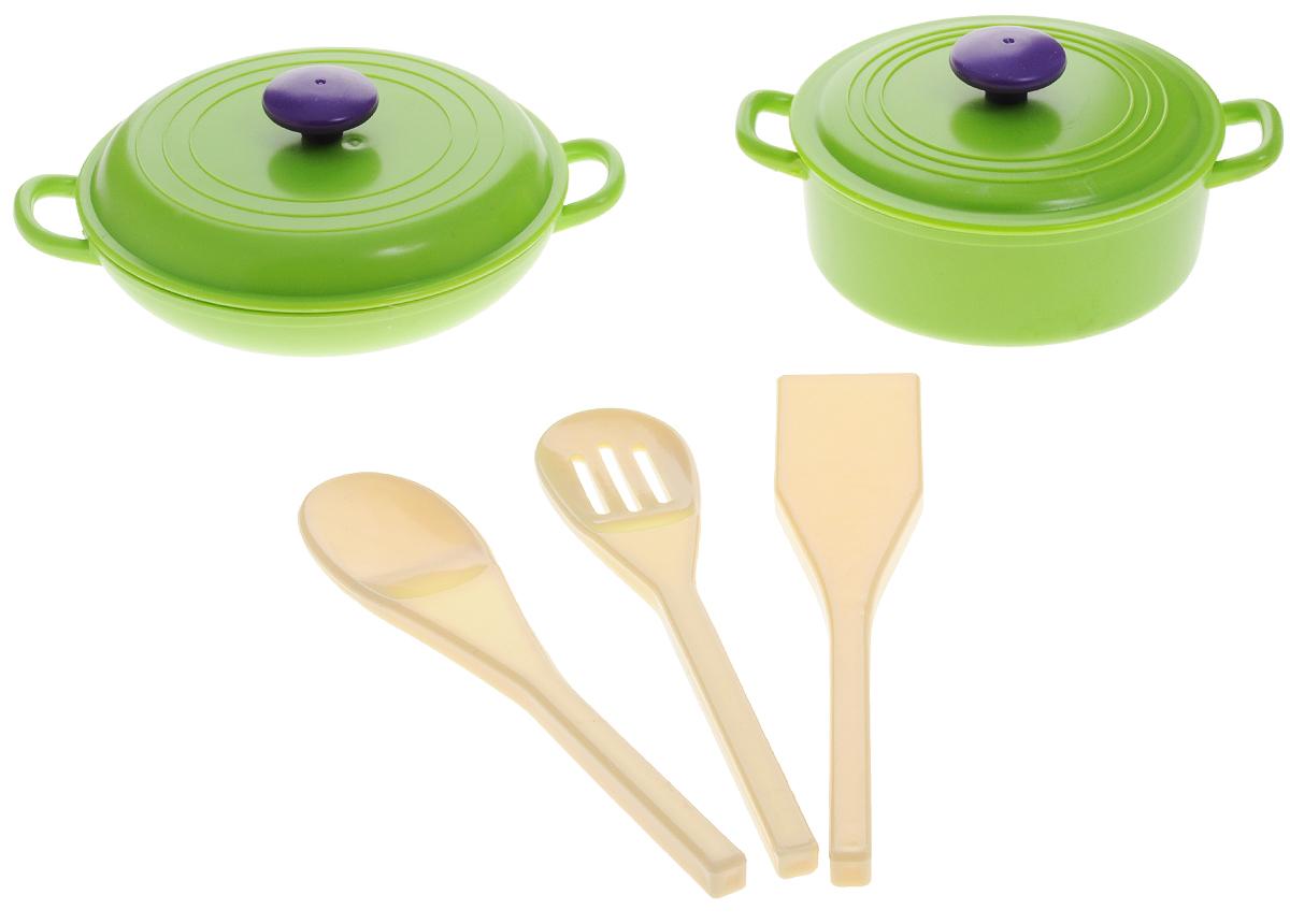 ABtoys Игрушечный набор посуды 5 предметовPT-00398Игрушечный набор посуды ABtoys просто незаменим в кукольном домике. Яркий и современный дизайн посуды делает ее привлекательной и стильной. В набор входят две кастрюльки с крышками и три разные лопатки. Посуда будет прекрасно смотреться на кукольной кухне и будет незаменима во время приготовления еды для кукол. Все элементы набора выполнены из качественных и безопасных материалов. Игровые наборы из серии Помогаю Маме развивают фантазию, расширяют кругозор ребенка и помогают развить хозяйственные навыки.