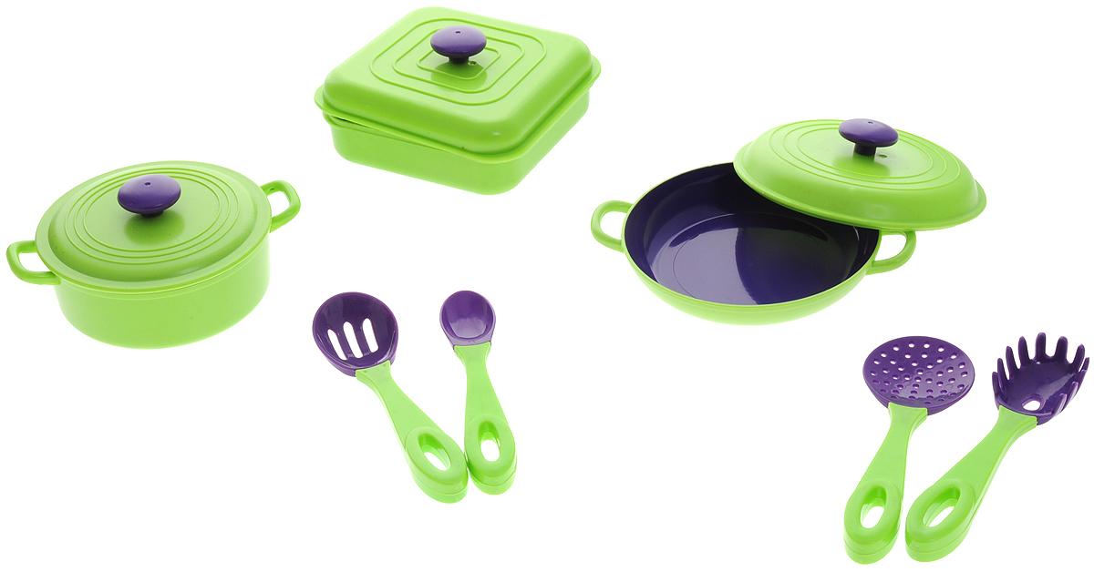 ABtoys Игрушечный набор посуды 7 предметовPT-00400Игрушечный набор посуды ABtoys просто незаменим в кукольном домике. Яркий и современный дизайн посуды делает ее привлекательной и стильной. В набор входят посуда с крышками и четыре кухонных прибора. Посуда будет прекрасно смотреться на кукольной кухне и будет незаменима во время приготовления еды для кукол. Все элементы набора выполнены из качественных и безопасных материалов. Игровые наборы из серии Помогаю Маме развивают фантазию, расширяют кругозор ребенка и помогают развить хозяйственные навыки.