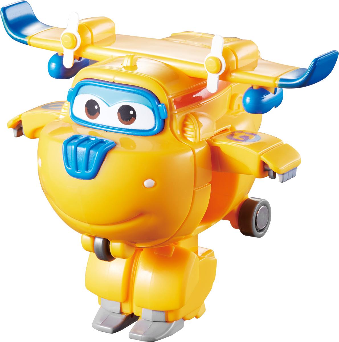 Super Wings Трансформер Донни YW710020YW710020Игрушка - трансформер Донни надолго займет внимание вашего ребенка. Игрушка выполнена из безопасного пластика в виде самолета по имени Донни, полностью повторяющего персонажа популярного мультсериала «Super Wings». Ваш ребёнок сможет всего за 3 шага превратить самолет в робота и обратно. Джетт, Донни, Диззи, Джером и Пол доставляют ценные посылки мальчикам и девочкам в любую точку земного шара. Отважные герои учат ребят находить решения для непростых задач: от лепки китайских пельменей до спасения людей от извержения гавайского вулкана. Шасси самолетика свободно вращаются, двери трансформируются в руки, а ноги робота легко выдвигаются из хвостовой части и убираются обратно. Что бы ни произошло: «Донни справится с этим!». Эта игрушка непременно понравится вашему малышу, ведь она развивает любознательность, пространственное мышление, логику и мелкую моторику рук.