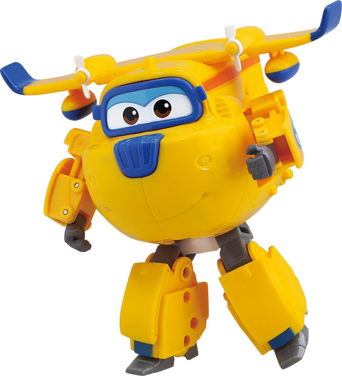 Super Wings Трансформер ДонниYW710220Игрушка - трансформер Донни надолго займет внимание вашего ребенка. Игрушка выполнена из безопасного пластика в виде самолета по имени Донни, полностью повторяющего персонажа популярного мультсериала «Super Wings». Ваш ребёнок сможет всего за 10 шагов превратить самолет в робота и обратно. Джетт, Донни, Диззи, Джером и Пол доставляют ценные посылки мальчикам и девочкам в любую точку земного шара. Отважные герои учат ребят находить решения для непростых задач: от лепки китайских пельменей до спасения людей от извержения гавайского вулкана. Шасси самолетика свободно вращаются, двери трансформируются в руки, а ноги робота легко выдвигаются из хвостовой части и убираются обратно. Что бы ни произошло: «Донни справится с этим!». Эта игрушка непременно понравится вашему малышу, ведь она развивает любознательность, пространственное мышление, логику и мелкую моторику рук.