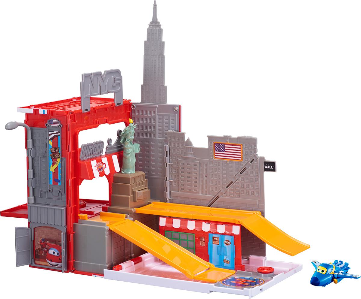 Super Wings Игровой набор Джером в Нью-ЙоркеYW710820Игровой набор Super Wings Джером в Нью-Йорке позволит создать целую игровую площадку с большим количеством участников. Высокоскоростной истребитель Джером прилетел в Нью-Йорк. Большой игровой набор включает в себя всё, что нужно весёлому и подвижному Джерому: горки, вращающуюся площадку, навес, где можно надёжно укрыться на ночь и даже канализационный люк, который крутиться с помощью маленького руля. И, конечно, не обошлось без Статуи Свободы с секретом. Поставь Джерома на площадку, нажми на голову знаменитому монументу и Джером задорно скатиться по горке с самый центр города. В комплект входит игровая площадка и мини- трансформер Джером. Каждая деталь набора выполнена из высококлассного пластика, имеет сглаженные углы и оригинальный яркий дизайн.