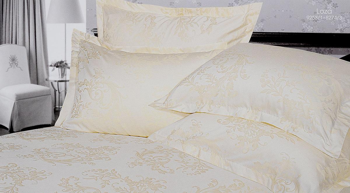 Комплект белья Verossa Loza, евро, наволочки 50х70, 70х70196370Комплект белья Verossa Loza выполнен из жаккарда с добавлением перкаля, ткани комбинированного переплетения. Тысячи нитей, переплетаясь друг с другом, образуют рельефный рисунок непосредственно в структуре ткани. Это королевская ткань для женщин, которые любят роскошь, предпочитают изысканные, но традиционные, высококачественные и натуральные материалы. Комплект состоит из пододеяльника на пуговицах, простыни и четырех наволочек с ушками по 3 см с трех сторон. Комплект имеет оригинальную упаковку и лаконичное строгое европейское оформление. Комплект белья Verossa Loza - традиционное белье высокого качества.