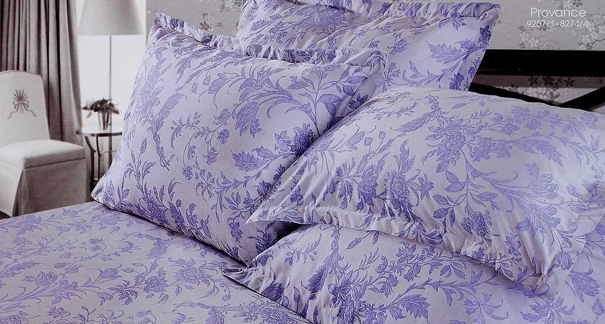 Комплект белья Verossa Provance, евро, наволочки 50х70, 70х70196369Комплект белья Verossa Provance выполнен из жаккарда с добавлением перкаля, ткани комбинированного переплетения. Тысячи нитей, переплетаясь друг с другом, образуют рельефный рисунок непосредственно в структуре ткани. Это королевская ткань для женщин, которые любят роскошь, предпочитают изысканные, но традиционные, высококачественные и натуральные материалы. Комплект состоит из пододеяльника на пуговицах, простыни и четырех наволочек с ушками по 3 см с трех сторон. Комплект имеет оригинальную упаковку и лаконичное строгое европейское оформление. Комплект белья Verossa Provance - традиционное белье высокого качества.