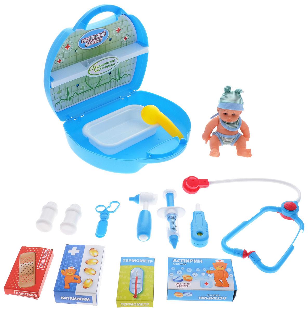 ABtoys Игровой набор Маленький доктор 16 предметовPT-00320Игровой набор ABtoys Маленький доктор включает в себя 16 предметов, при помощи которых ребенок сможет производить осмотр игрушечным пациентам, назначать лечение, и лечить. Набор доктора упакован в кейс с удобной ручкой для переноски. В наборе доктора есть стетоскоп, 2 баночки с лекарствами, ножницы, шприц, отоскоп, термометр, массажер, ванночка, 2 коробки с лекарствами, коробка для термометра, пластырь, пупс, наклейки. С этим замечательным набором малыш сможет почувствовать себя квалифицированным специалистом. Теперь все игрушки будут совершенно здоровы!