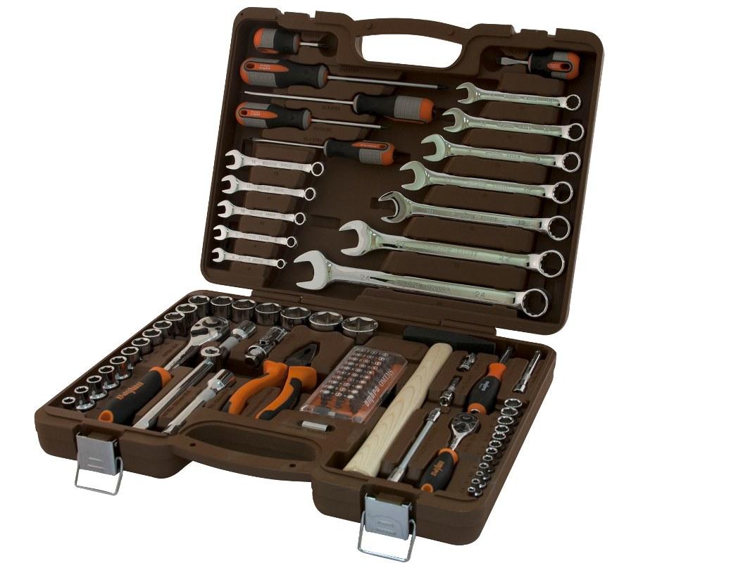 Универсальный набор инструмента Ombra торцевые головки 1/4, 1/2DR 4-32 мм, аксессуары к ним, комбинированные ключи 8-24 мм, отвертки, 93 предметаOMT93SГоловки торцевые 1/4DR 12 шт.: 4, 4.5, 5, 5.5, 6, 7, 8, 9, 10, 11, 12, 13 мм Удлинители 1/4DR: 50 мм и 100 мм Трещоточная рукоятка 1/4DR Шарнир карданный 1/4DR Гибкий удлинитель 1/4DR 150 мм Отверточная рукоятка 1/4DR 150 мм Адаптер для бит 1/4HDR х 1/4SDR Набор втсавок-бит 1/4DR: 31 предмет Головка торцевая 1/2DR 18 шт.: 8, 9, 10, 11, 12, 13, 14, 15, 16, 17, 18, 19, 20, 22, 24, 27, 30, 32 мм Удлинители 1/2DR: 125 и 250 мм Трещоточная рукоятка 1/2DR Шарнир карданный 1/2DR Адаптер 3-х сторонний 1/2DR Ключи комбинированный 12 шт.: 8, 9, 10, 11, 12, 13, 14, 15, 17, 19, 22, 24 мм Пассатижи 180 мм Молоток 0,3 кг Отвертки 6 шт.: (+)2*38 (+)1*100 (+)2*150 (-)6*38 (-)4*100 (-)5*150 мм