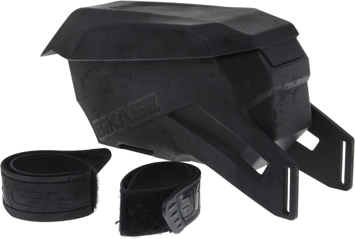 Сумка на верхнюю часть рамы BiKase Vader, 20,5 х 7 х 10 смPN1060Сумка BiKase Vader устанавливается на верхнюю часть велосипедной рамы при помощи формованных липучек. Литая конструкция выполнена из устойчивого к любой погоде термопластика. Сумка имеет одно отделение, отделанное внутри мягким текстилем и разделенное на 2 части.
