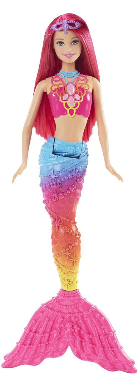 Barbie Кукла Радужная русалочка цвет розовый голубой оранжевыйDHM45_DHM47Кукла Barbie Радужная русалочка - настоящее морское диво. Эта чудесная русалочка приковывает взгляды своим разноцветным хвостом и ярким лифом. Розовые волосы куклы можно расчесывать и создавать различные прически. На голове у русалочки - диадема. Дополнением к ее образу служит изящное ожерелье. Ручки и голова у Барби подвижные, что позволяет придавать ей разные позы. Ваша малышка с удовольствием будет играть с куколкой, придумывая различные истории.