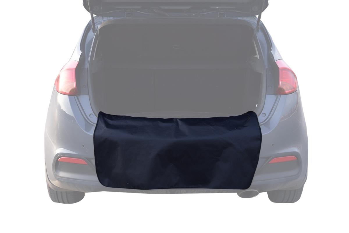Грязезащитная накидка на бампер AvtoTink, 100 х 75 см71001Защищает одежду от грязи при погрузке или выгрузке вещей из багажника, при работе в моторном отсеке (во время долива масла или немазерзающей жидкости. Также накидку можно использовать при установке домкрата и замене колеса. - Универсальна и проста в установке - Имеет два варианта крепления: при помощи магнитов и липучки-велкро - В сложенном виде занимает всего лишь 15 см - Обладает Водоотталкивающей пропиткой, проста в чистке