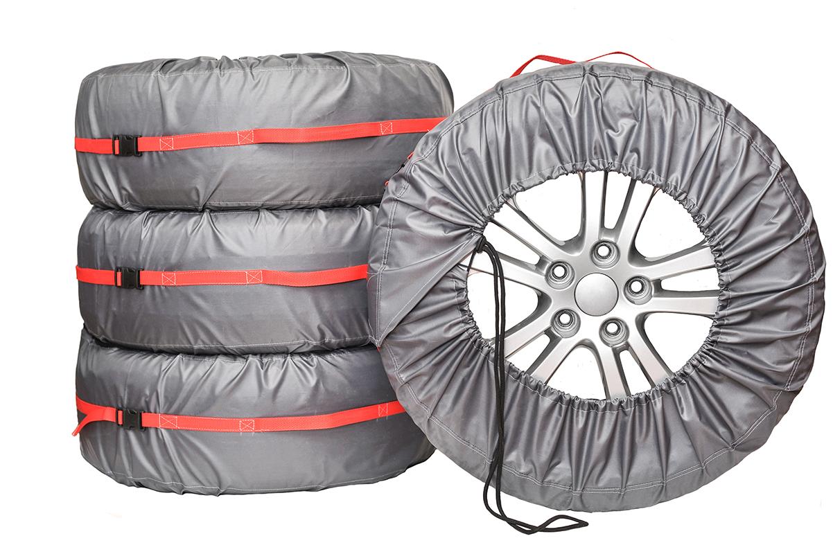 Чехлы для хранения автомобильных колес AvtoTink Комфорт+, от 14 до 18, 4 шт84002Чехлы для хранения колес Комфорт + имеют усилитель Стропа по всей длине. Размер чехла регулируются при помощи фиксаторов шнуров и липучке застежки. Чехол усилен стропой, что позволяет равномерно распределить нагрузку. Ручка выполнена из стропы переходящая в усилитель по всей длине чехла. Чехлы для хранения и транспортировки Комфорт + отлично подойдут для тех, кто ценит надежность в каждой детали.