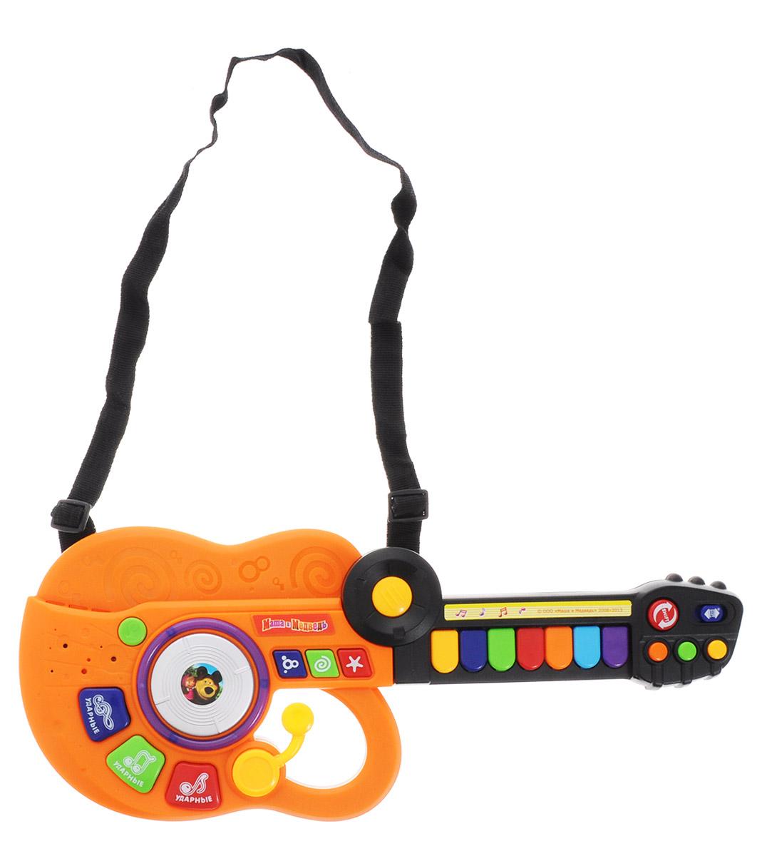 Играем вместе Электрогитара-синтезатор Маша и Медведь цвет оранжевыйBB778-R2_оранжевыйЭлектрогитара-синтезатор Играем вместе Маша и Медведь непременно понравится вашему ребенку и не позволит ему скучать. Игрушка выполнена из прочного и безопасного пластика ярких цветов. Гитара снабжена текстильным ремнем для более удобной игры. Электрогитара-синтезатор Маша и Медведь обладает световыми эффектами и воспроизводит 7 песенок из мультфильма. В инструменте запрограммированы 18 звуковых эффектов, имеются кнопка переключения режимов, кнопки для аккордов, а в центре - диск ди-джея! Игрушку можно использовать как гитару. А можно сложить гриф и получится игрушечный синтезатор с семью клавишами! Музыкальный инструмент поможет ребенку развить слух, зрение, моторику и воображение, артистизм и творческое мышление. С такой игрушкой ваш ребенок порадует вас замечательным концертом! Рекомендуется докупить 3 батарейки типа АА (в комплект не входят).