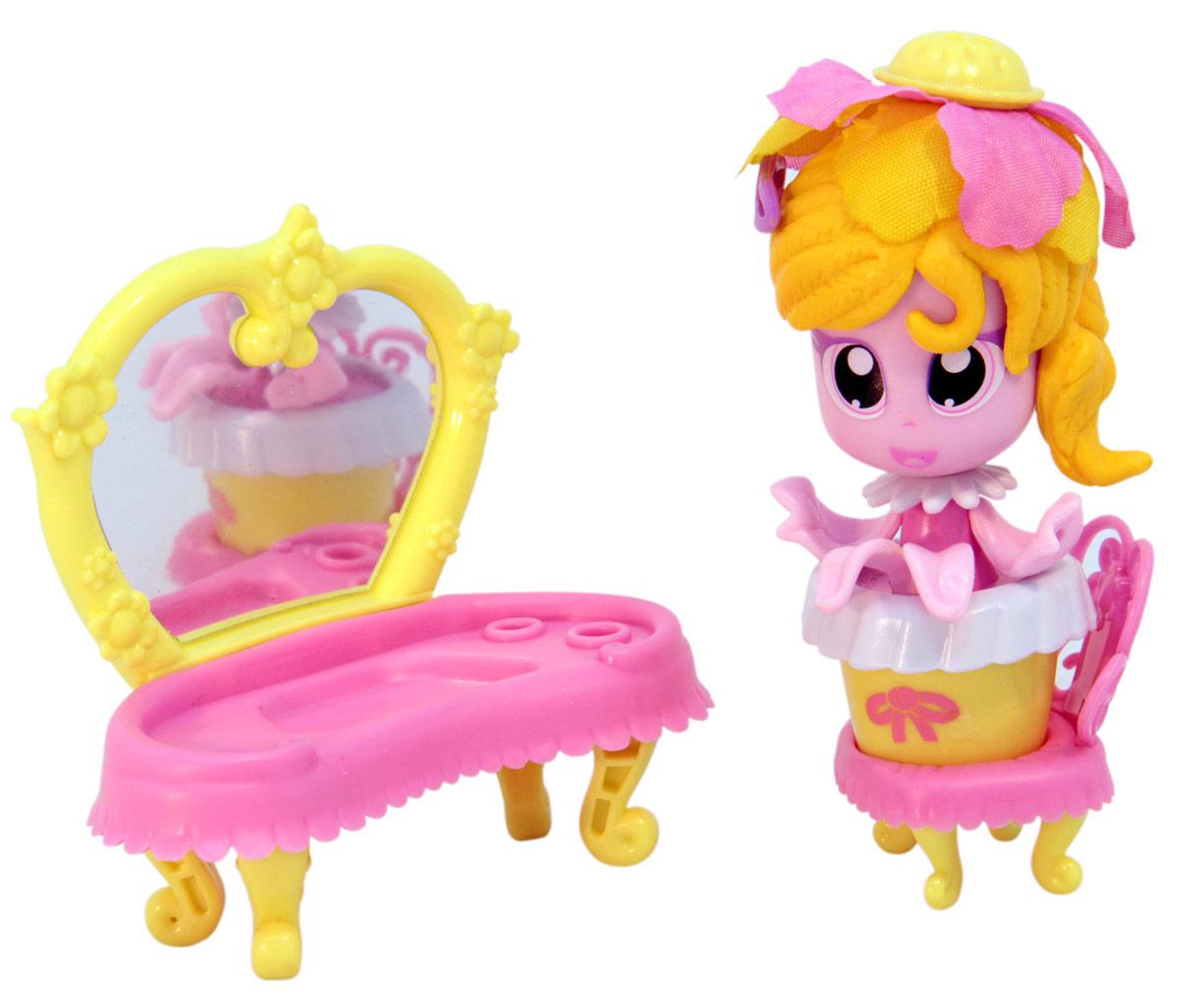 Daisy Игровой набор с куклой Кукла-цветочек18805Куклы-цветочки Daisy Flowers в наборах с яркими аксессуарами, наклейками, забавными питомцами и даже домом-лейкой! Милые куколки-цветочки - это разноцветные разборные игрушки, которые могут меняться между собой прическами, цветочными шляпками и аксессуарами. В ассортименте разные виды наборов: можно выбрать комплект кукол с аксессуарами, со сказочным питомцем, или даже c домом-лейкой и мини-мебелью. Куколки-цветочки можно наряжать, меняя их образы, брать с собой в дорогу или в гости! Собери коллекцию и подружи куколок между собой!