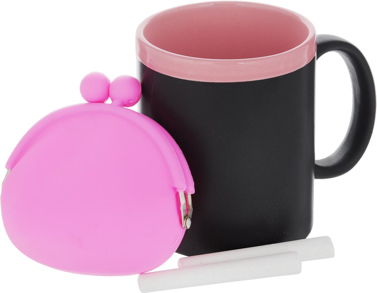Набор подарочный Феникс-Презент Magic Home: кружка, мелки, кошелек, цвет: черный, розовый41176Подарочный набор Феникс-Презент Magic Home включает в себя кружку с поверхностью, на которой можно писать, силиконовый кошелек и 2 мелка. Все изделия выполнены из высококачественных материалов. Такой набор будет отличной находкой для себя или подарком для друга. Объем кружки: 300 мл. Диаметр кружки: 8 см. Высота кружки: 9,7 см. Размер кошелька (без учета застежки): 10 х 8,5 см. Длина мелков: 7 см.