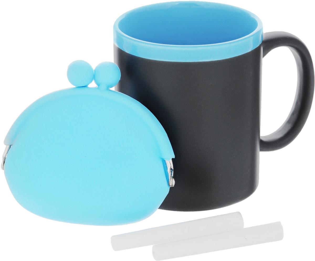 Набор подарочный Феникс-Презент Magic Home: кружка, мелки, кошелек, цвет: черный, голубой41172Подарочный набор Феникс-Презент Magic Home включает в себя кружку с поверхностью, на которой можно писать, силиконовый кошелек и 2 мелка. Все изделия выполнены из высококачественных материалов. Такой набор будет отличной находкой для себя или подарком для друга. Объем кружки: 300 мл. Диаметр кружки: 8 см. Высота кружки: 9,7 см. Размер кошелька (без учета застежки): 10 х 8,5 см. Длина мелков: 7 см.