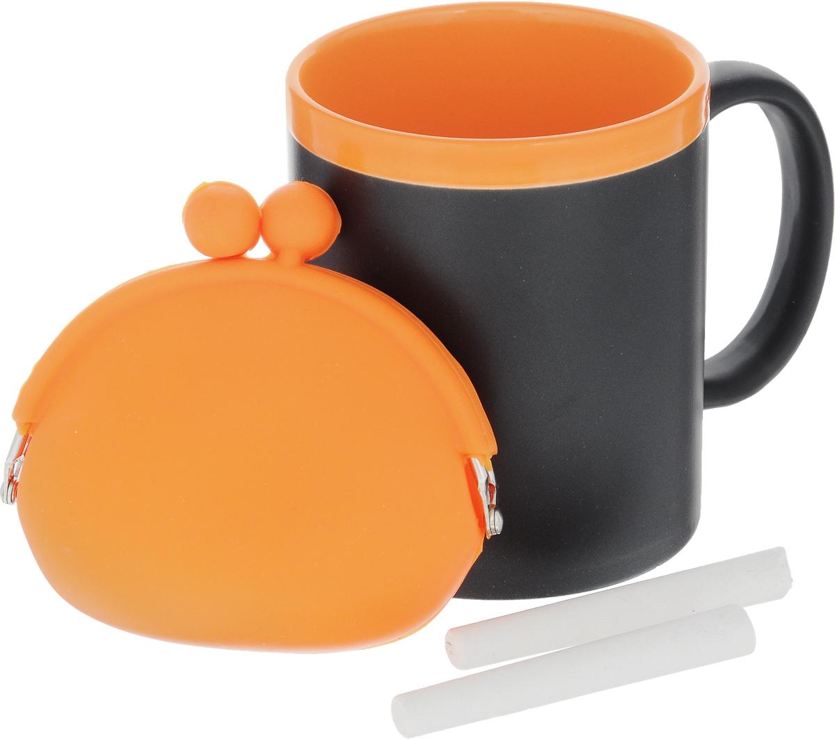 Набор подарочный Феникс-Презент Magic Home: кружка, мелки, кошелек, цвет: черный, оранжевый41174Подарочный набор Феникс-Презент Magic Home включает в себя кружку с поверхностью, на которой можно писать, силиконовый кошелек и 2 мелка. Все элементы внимательно совмещены и удачно подходят друг к другу. Все изделия выполнены из высококачественных материалов. Такой набор будет отличной находкой для себя или подарком для друга. Набор дополнит ваш образ и покажет вас в хорошем свете на презентации и в магазине. Объем кружки: 300 мл. Диаметр кружки: 8 см. Высота кружки: 9,7 см. Размер кошелька (без учета застежки): 10 х 8,5 см. Длина мелков: 7 см.