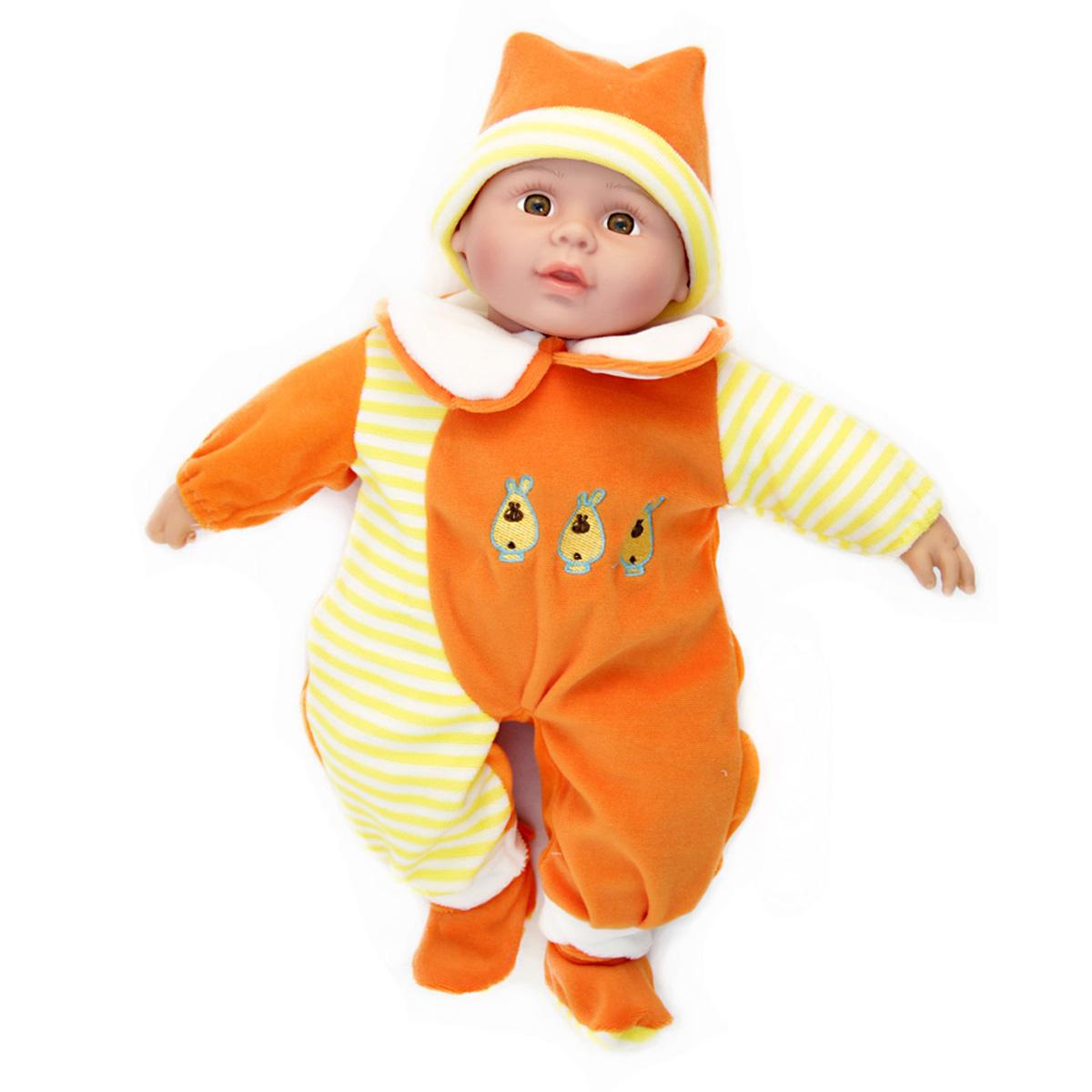 Lisa Jane Пупс озвученный в оранжевом наряде UT-J1648UT-J1648Кукла интерактивная: говорит (более 50 фраз), рассказывает 2 стихотворения, поет песенку про маму. Любимая колыбельная мелодия. Нажми на ручку! Для куклы требуются 3 батарейки типа АА, в состав набора не входят.