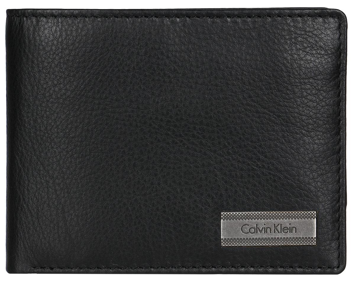 Кошелек мужской Calvin Klein, цвет: черный. K50K502186K50K502186Кошелек Calvin Klein выполнен из натуральной кожи с зернистой фактурой. Изделие раскладывается пополам. Внутри кошелек состоит из двух отделений для купюр, трех отделений для мелких бумаг, пяти отделений для кредитных карт и визиток и отделения для мелочи, закрывающегося клапаном на кнопку. Мужской кошелек Calvin Klein - идеальное решение на каждый день. Он сделает стиль по-настоящему особенным и ярким и подарит великолепное настроение на долгое время.
