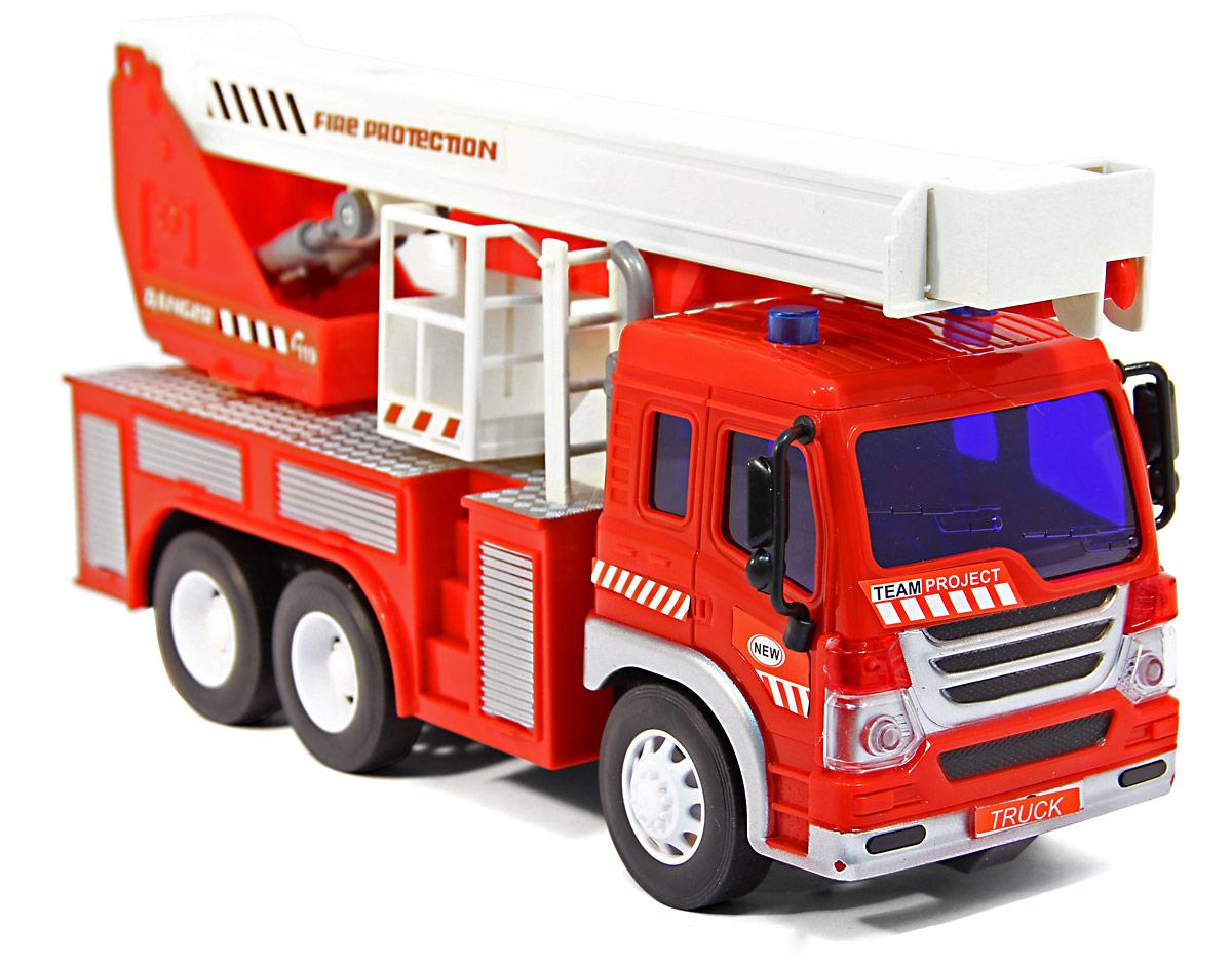 Drift Грузовик-пожарный с выдвижным краном на радиоуправлении34614Машинка на радиоуправлении - обязательная игрушка в арсенале любого мальчишки. Пожарная машина Drift удобно управляется с помощью пульта, который работает на частоте 27 MHz. Машина может совершать движения по направлению вперед-назад, вправо-влево. Пожарный кран выдвигается. Для большей реалистичности машина имеет световые эффекты, ее фары мигают ярким светом, ящики сбоку подсвечиваются. Радиоуправляемые игрушки способствуют развитию координации движений, моторики и ловкости. Ваш ребенок увлеченно будет играть с машиной, придумывая различные истории. Порадуйте его таким замечательным подарком! Машина работает от 3 батареек типа АА напряжением 1,5V (не входят в комплект), пульт управления работает от 2 батареек типа АА напряжением 1,5V (не входят в комплект).