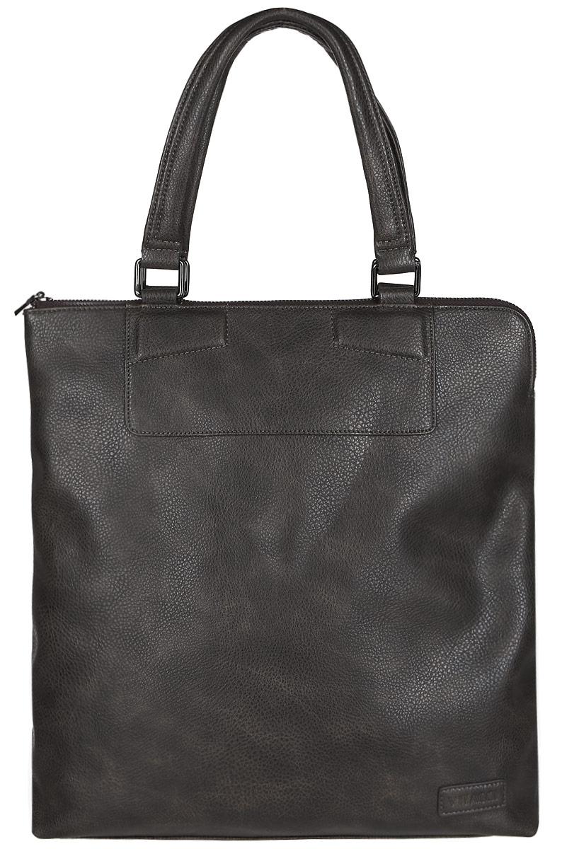 Сумка мужская Vitacci, цвет: коричневый. MW056MW056Стильная мужская сумка Vitacci идеально подойдет под ваш образ. Она выполнена из качественной искусственной кожи зернистой текстуры. Изделие оформлено нашивкой с названием бренда. На тыльной стороне сумки расположен вшитый карман на молнии. Внутри расположено вместительное отделение, которое включает в себя один вшитый карман на молнии, открытый карман для мелочей и накладной открытый карман. Такая модная и удобная сумка станет незаменимым аксессуаром в вашем гардеробе.