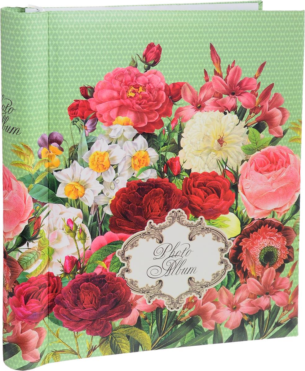 Фотоальбом Феникс-Презент Нежные цветы, 20 магнитных листов41264Фотоальбом Феникс-Презент Нежные цветы сохранит моменты ваших счастливых мгновений на своих страницах. Обложка альбома выполнена из картона и оформлена цветочным рисунком. Листы, изготовленные из картона с клеевым покрытием и пленки ПВХ, размещены на пластиковой спирали. Альбом с магнитными листами удобен тем, что он позволяет размещать фотографии разных размеров. Для того чтобы поместить фотографии на магнитной странице, надо отлепить ПВХ пленку по направлению от корешка альбома к внешней стороне страницы и разложить фотографии поверх клейковатого покрытия так, как вам нравится. После размещения фотографий надо их закрыть пленкой так, чтобы не было пузырьков воздуха, складок и заломов. Магнитные страницы обладают следующими преимуществами: - Не нужно прикладывать усилия для закрепления фотографий, - Не нужно заботиться о размерах фотографий, так как вы можете вставить в альбом фотографии разных размеров, - Защита фотографий от постоянных...