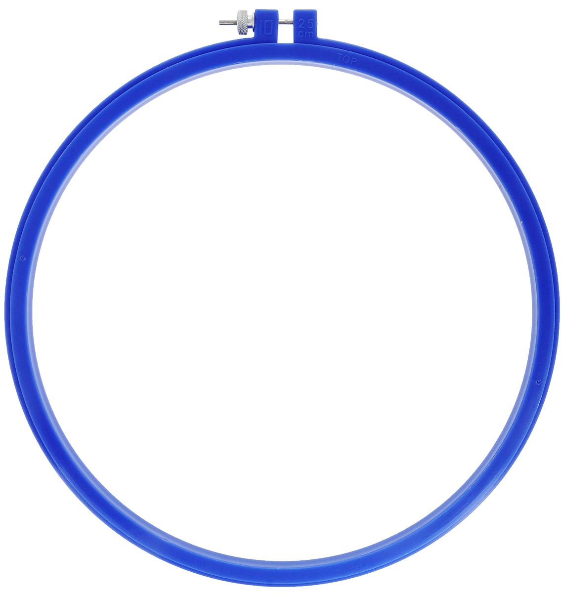 Пяльцы для вышивания Pony, цвет: синий, диаметр 25 см.87808Пяльцы просто незаменимы для вышивки. Их основное назначение - держать материал в натянутом состоянии. Круглые пяльцы обычно употребляют в том случае, если размер вышивки небольшой. С помощью винта можно регулировать натяжение ткани в зависимости от ее плотности. Работа, сделанная своими руками, создаст особый уют и атмосферу в доме и долгие годы будет радовать вас и ваших близких. А подарок, выполненный собственноручно, станет самым ценным для друзей и знакомых.