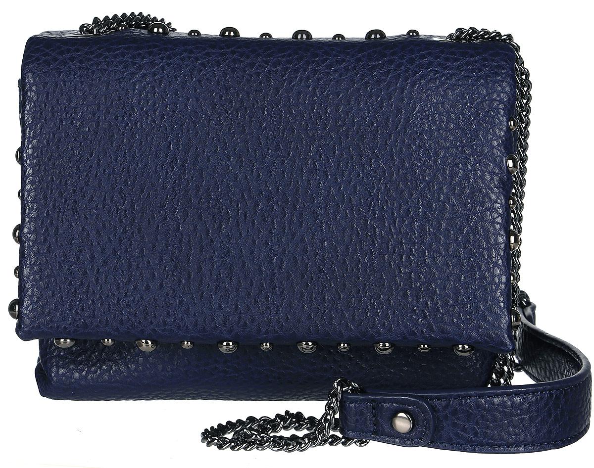 Сумка женская Vitacci, цвет: синий. BD0128BD0128Небольшая элегантная женская сумка Vitacci идеально завершит ваш образ. Изделие изготовлено из качественной искусственной кожи зернистой фактуры. Сумка выполнена в оригинальном дизайне и оформлена декоративными клепками. Закрывается сумка клапаном на кнопку с магнитом. Внутри расположено два отделения, закрывающиеся на кнопку с магнитом. Также внутри находится одно отделение на молнии, которое состоит из одного открытого вшитого кармана и одного кармана для мелочей. Сумка оснащена плечевым ремнем, который выполнен в виде цепочки. Роскошная сумка внесет элегантные нотки в ваш образ и подчеркнет ваш неповторимый стиль.