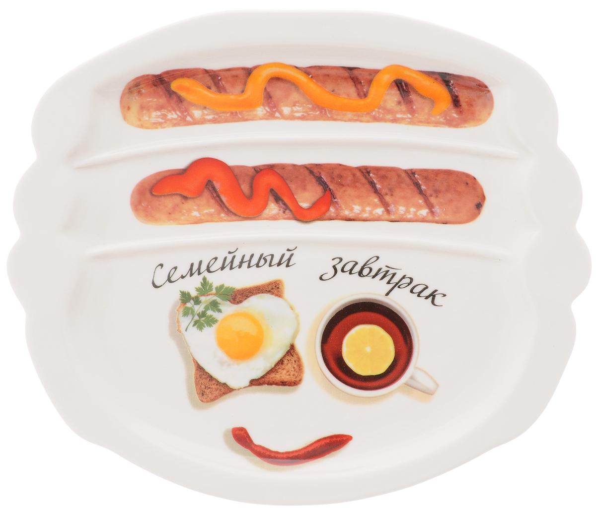 Тарелка для завтрака LarangE Семейный завтрак. Бодрящий, 22,5 х 19 х 1,5 см589-304Тарелка для завтрака LarangE Семейный завтрак. Бодрящий изготовлена из высококачественной керамики и украшена с изображением еды. Тарелка имеет три отделения: 2 маленьких отделения для сосисок и одно большое отделение для яичницы или другого блюда. Можно использовать в СВЧ печах, духовом шкафу и холодильнике. Не применять абразивные чистящие вещества. Размер тарелки: 22,5 х 19 см. Высота тарелки: 1,5 см.