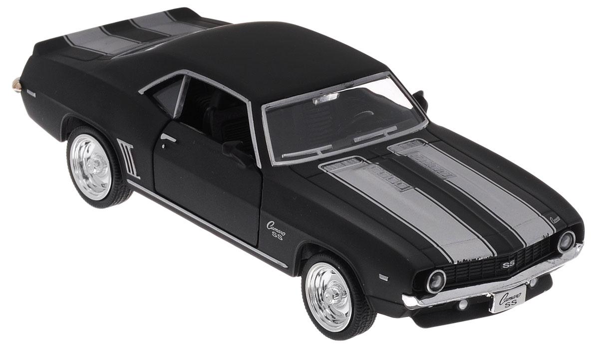 Uni-Fortune Toys Модель автомобиля Chevrolet Camaro SS 1969 цвет черный554026MChevrolet Camaro SS - одна из наиболее актуальных моделей, которая за счет безупречного качества сборки и интересного дизайна пользуется хорошим спросом. Модель автомобиля Uni-Fortune Toys Chevrolet Camaro SS 1969 будет отличным подарком как ребенку, так и взрослому коллекционеру. Благодаря броской внешности и великолепной точности машинка станет подлинным украшением любой коллекции авто. Модель выполнена в масштабе 1/32. Модель будет долго служить своему владельцу благодаря металлическому корпусу с элементами из пластика. Передние двери машины открываются. Машинка обладает инерционным механизмом. Автомобиль необходимо отвести назад, затем отпустить - и он быстро поедет вперед. Шины обеспечивают отличное сцепление с любой поверхностью пола. Модель автомобиля обязательно понравится вашему ребенку и станет достойным экспонатом любой коллекции.