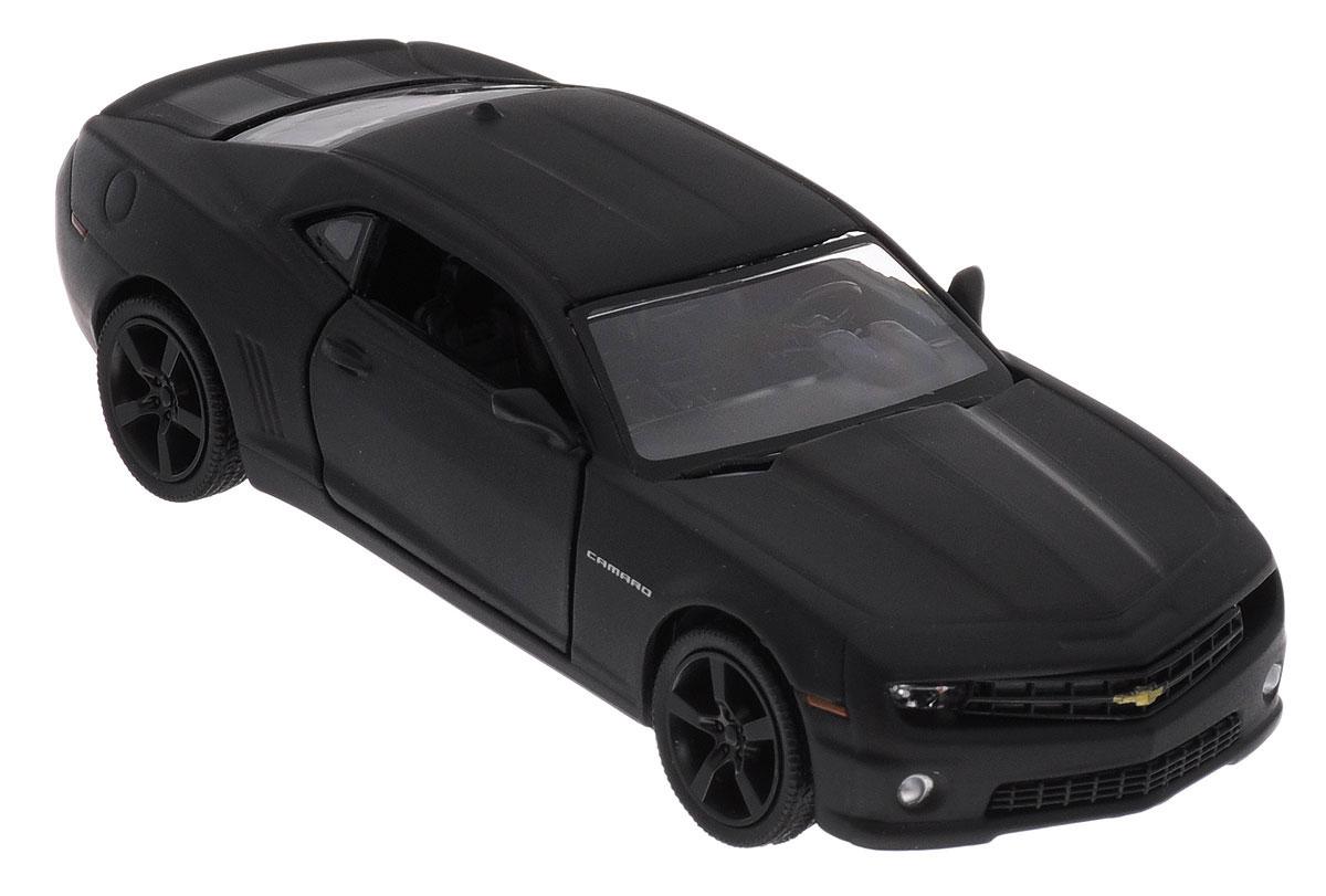 Uni-Fortune Toys Модель автомобиля Chevrolet Camaro цвет черный554005MChevrolet Camaro - одна из наиболее актуальных моделей, которая за счет безупречного качества сборки и интересного дизайна пользуется хорошим спросом. Модель автомобиля Uni-Fortune Toys Chevrolet Camaro будет отличным подарком как ребенку, так и взрослому коллекционеру. Благодаря броской внешности и великолепной точности машинка станет подлинным украшением любой коллекции авто. Модель выполнена в масштабе 1/32. Модель будет долго служить своему владельцу благодаря металлическому корпусу с элементами из пластика. Передние двери машины открываются. Машинка обладает инерционным механизмом. Автомобиль необходимо отвести назад, затем отпустить - и он быстро поедет вперед. Шины обеспечивают отличное сцепление с любой поверхностью пола. Модель автомобиля обязательно понравится вашему ребенку и станет достойным экспонатом любой коллекции.