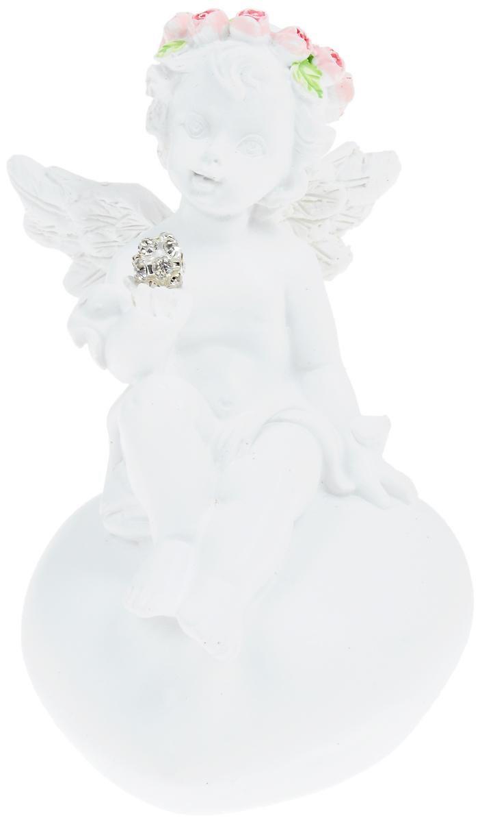 Фигурка декоративная Феникс-Презент Ангел в венке из розочек, высота 8,4 см40183Фигурка декоративная Феникс-Презент Ангел в венке из розочек, выполненная из полирезины, станет оригинальным подарком для всех любителей необычных вещей. Она выполнена в классическом стиле в виде ангела в венке из розочек, который сидит на сердце и держит шар, декорированный стразами. Изысканный сувенир станет прекрасным дополнением к интерьеру. Вы можете поставить фигурку в любом месте, где она будет удачно смотреться и радовать глаз.